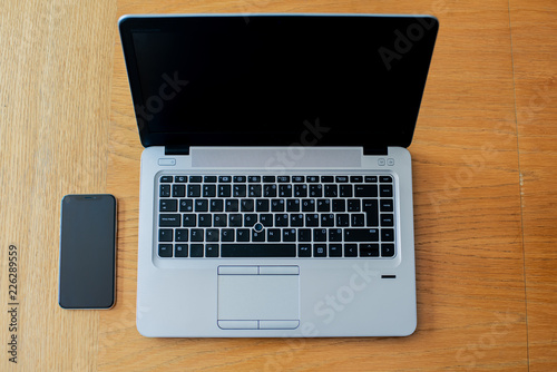 Fotografie, Obraz  Computadora, área de trabajo, Home office, oficina, celular, laptop