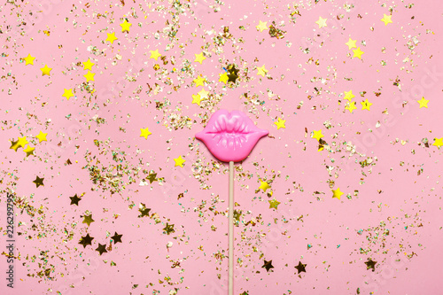 Photo  Creative confetti background with pink lips. Top view