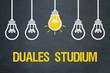 Duales Studium / Tafel mit Glühbirnen