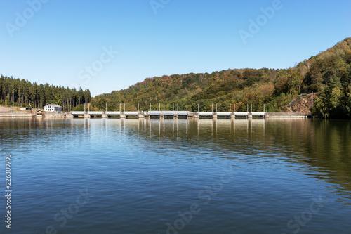 Fotobehang Dam Staumauer der Talsperre Kriebstein, Sachsen, Deutschland
