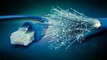Netzwerkkabel Und Optisches Gl...
