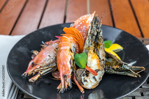Deurstickers Schaaldieren delicious grilled seafood platter
