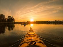 Kanu Bei Sonnenuntergang Auf Dem See, Silhouette