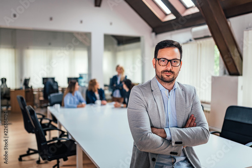 Fotomural Portait of successful business executive at conference room