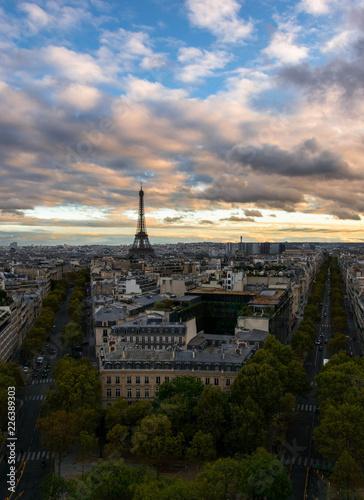 Keuken foto achterwand Parijs The Eiffel Tower during sunset