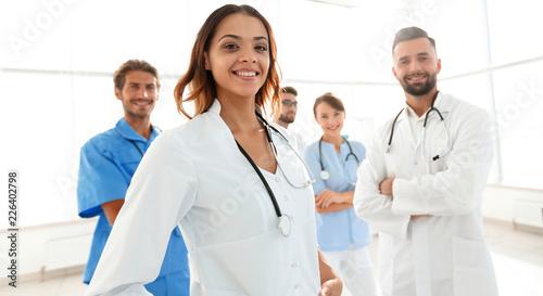 atrakcyjna-kobieta-lekarz-z-medycznym-stetoskop