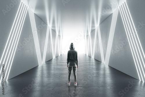 Fotografía  Female hacker in futuristic hallway
