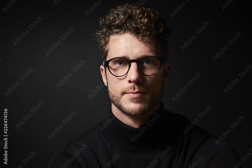 Fototapeta Glasses guy in studio, looking to camera