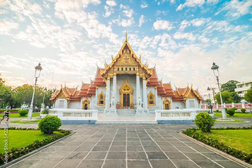 Spoed Foto op Canvas Bangkok Marble buddhist Bangkok Wat Benchamabophit temple evening sunset sky with cloud