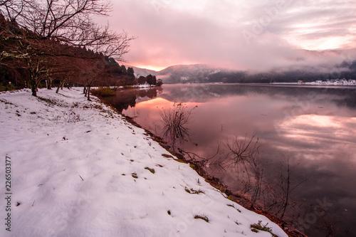 Foto op Plexiglas Lichtroze 雪の余呉湖