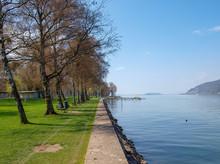 La Piscine De Nidau Au Bord Du Lac De Bienne En Suisse Depuis La Plage Des Chiens