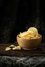 Potato Chip Crispy In Wood Bow...