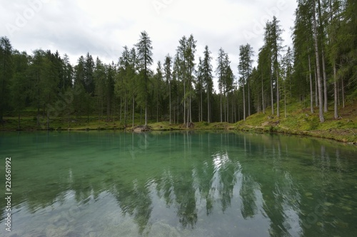 Keuken foto achterwand Meer / Vijver Wonderful emerald-colored lake with wooden bridge and cabin near Cortina d'Ampezzo in the Dolomites, Ghedina Lake, Italy