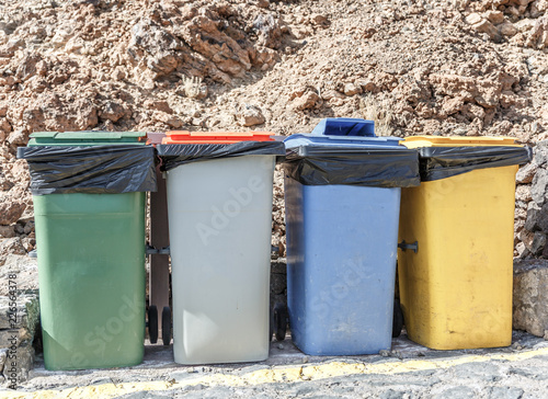 Papiers peints Retro Four garbage cans of different colors to recycle
