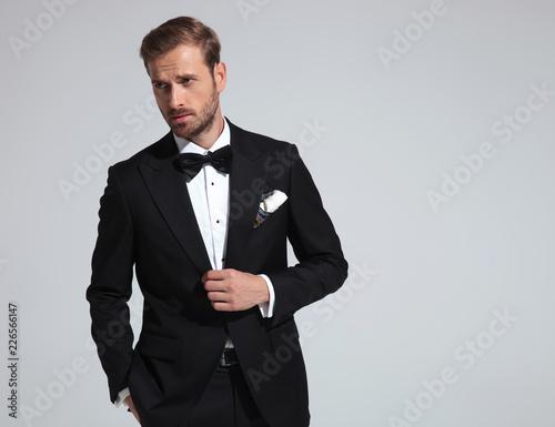 sexy elegant man wearing tuxedo and bowtie posing Canvas-taulu