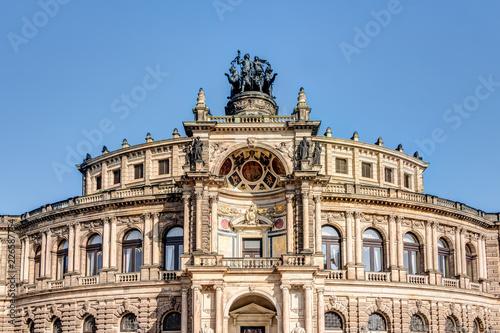 Foto op Plexiglas Theater Semperoper in Dresden vor blauem Himmel