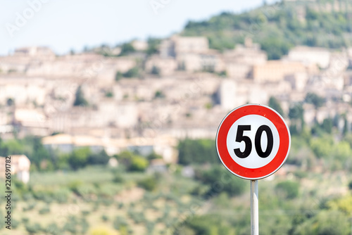 Photo  Speed limit red 50 kilometers per hour km sign with bokeh background of town or