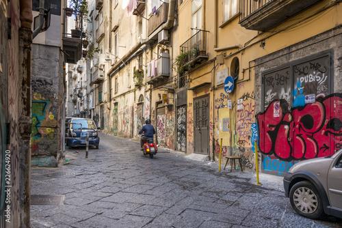 Foto auf AluDibond Schmale Gasse Naples Italy