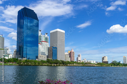 Photo  Bangkok city - Cityscape downtown  Business district urban area ,reflection land
