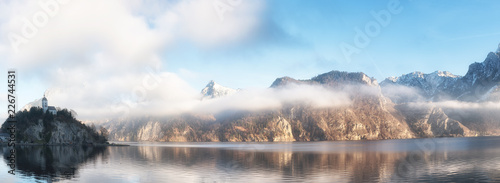 Foto op Plexiglas Bergen Panorama of Johannesberg Chapel and Traunstein Mountain with Lak