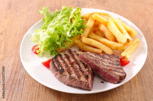 Papiers peints Akt beef steak and french fries