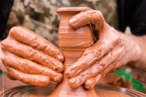 Fotografía  hands sculpt clay
