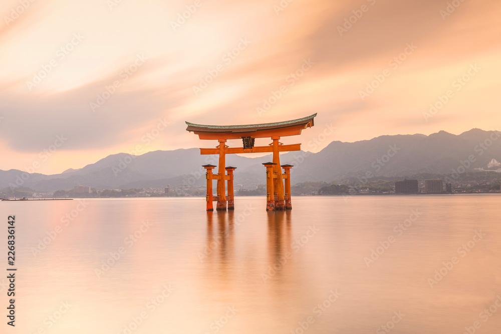 Fototapety, obrazy: Miyajima Island, The famous Floating Torii gate