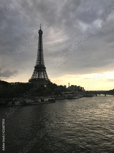 Poster Paris eiffel tower at sunset