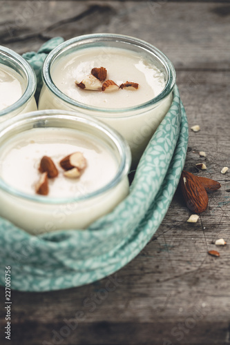 Petit Pot de Crème à L'Amandes, Yaourt Végétarien