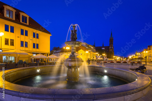 Photo sur Toile Fontaine Fountain on the main square of Bialystok at night, Poland.