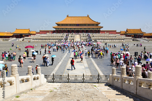 Foto op Canvas Aziatische Plekken Tourists visiting the famous Forbidden City in Beijing, China