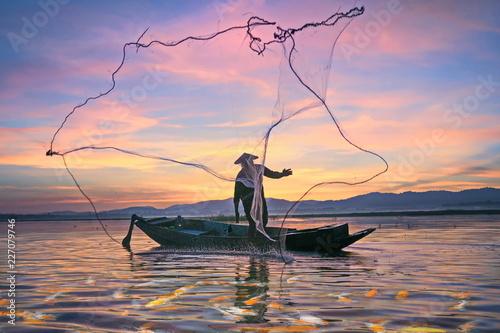 Fishermen fishing in the early morning golden light Fototapet