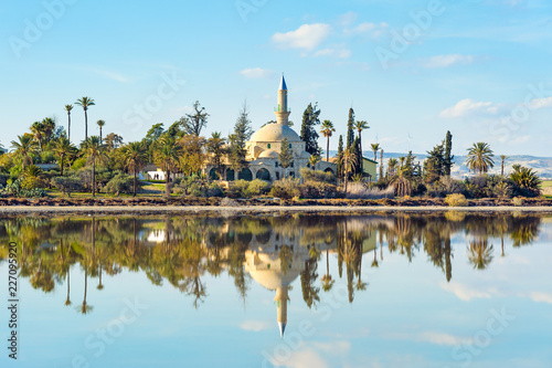 Fotografía Hala Sultan Tekke Mosque on Salt lake,  Larnaka, Cyprus