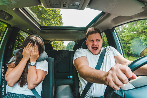 Fotografía  couple all most get car accident. not safe driving