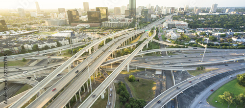 Fotografia Panorama aerial Interstate I-610 freeway massive intersection and Houston midtown skylines background