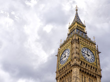 Low Angle View Of Big Ben Agai...