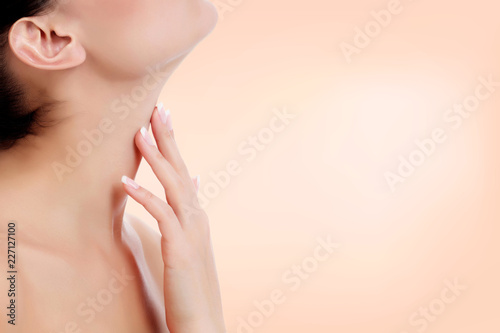 Photo Woman touches her neck. Skin care concept