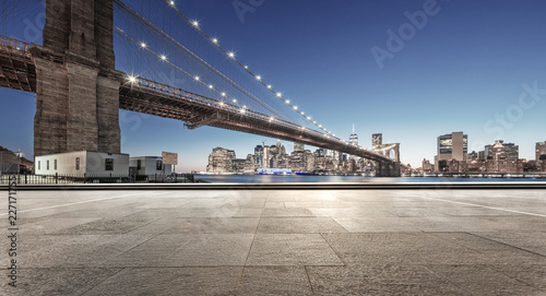 fototapeta na drzwi i meble empty street with bridge in new york