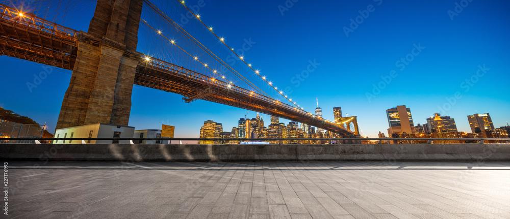 Fototapety, obrazy: empty street with bridge in new york