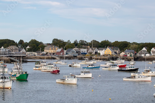 Photo  scenic view of beautiful Vinalhaven, ME harbor