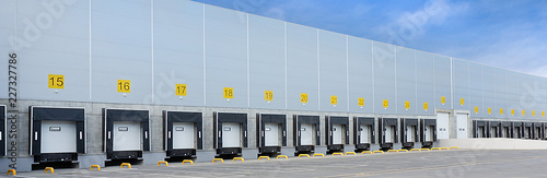 Fotografie, Tablou Large distribution warehouse with many gates for loading goods and ramps