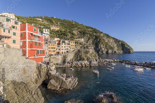 Foto  Riomaggiore illuminated by a beautiful afternoon light, Cinque Terre, Liguria, I