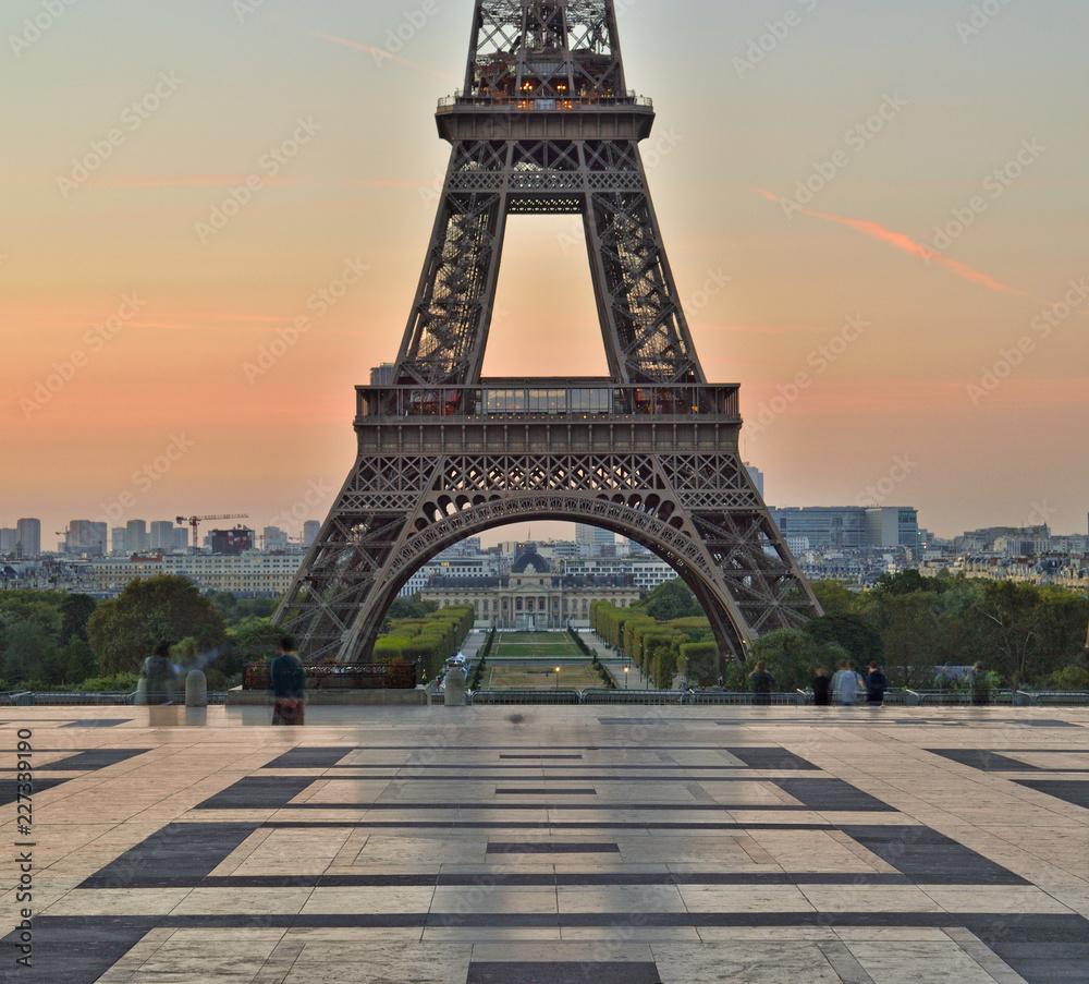 Fototapety, obrazy: Eiffel Tower at sunrise.
