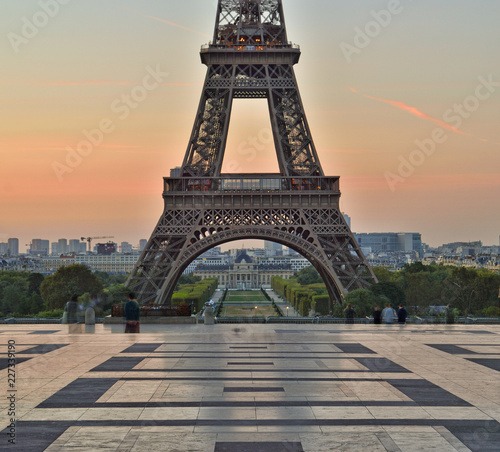 Foto auf AluDibond Eiffelturm Eiffel Tower at sunrise.