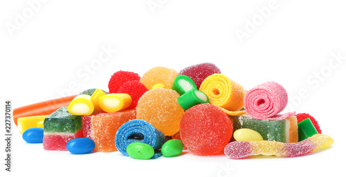 Fotografía  Pile of delicious colorful chewing candies on white background