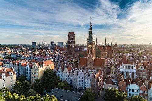 Obraz Widok Gdańska, panorama miasta rano z Bazyliką Mariacką - fototapety do salonu