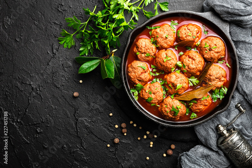 Staande foto Klaar gerecht Beef meatballs in tomato sauce