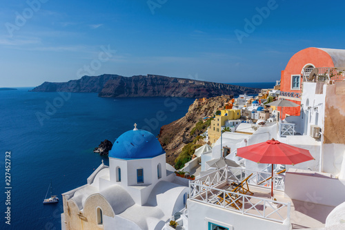 Fotobehang Santorini Santorini, Greece. Picturesque view of traditional cycladic Santorini houses on cliff