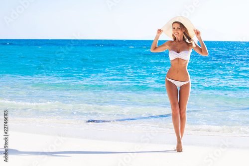 Obraz Woman on sea beach - fototapety do salonu
