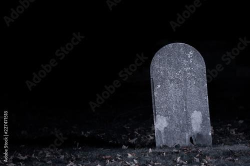 Valokuvatapetti Graveyard Tombstone in Darkness